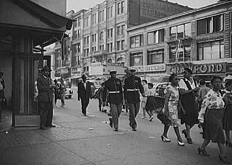 A6H Street_scene_harlem_1943, Harlem Renaissance